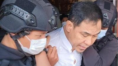 Ini Penampakan Munarman Saat Ditangkap Densus 88