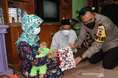 Suaminya Ditangkap Densus 88, Ini Reaksi Istri Terduga Teroris Usai Terima Bantuan Jokowi