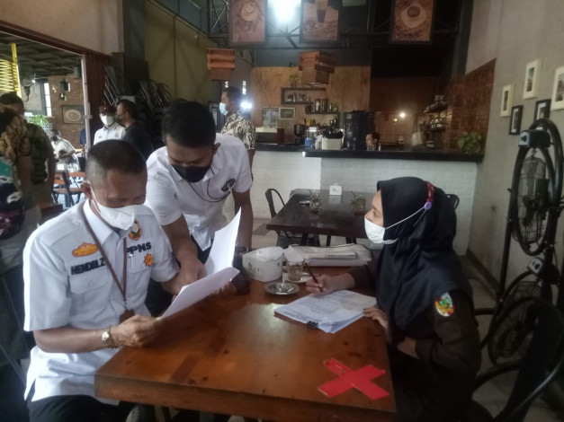 Melanggar PPKM Level 4, Radja Koffie Arifin Achmad dan Dua Warnet Didenda